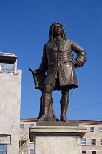 Das Händel Denkmal auf dem halleschen Marktplatz