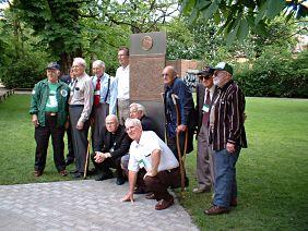 Timberwolf-Veteranen von ihrem Denkmal